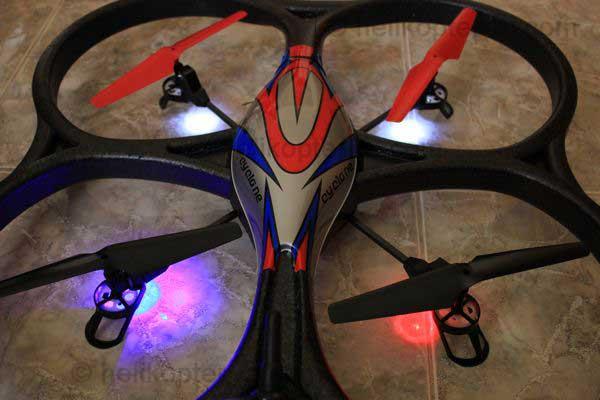 Quadcopter V262 von oben mit Lichtern