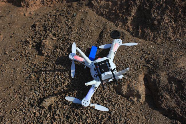 Quadcopter V303 nach dem Absturz durch schlechten Akku